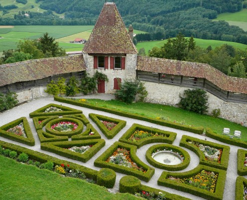 Castle garden in Gruy?res.