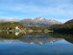 Jezioro w Sankt Moritz, Górna Engadyna.