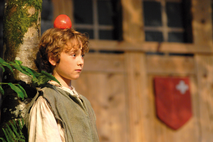 The apple shoot scene from the theatre play Tellspiele.