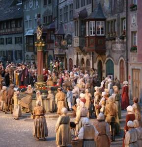 No e Wili. Szene der Aufführung. Freilichtspiele in Stein am Rhein.